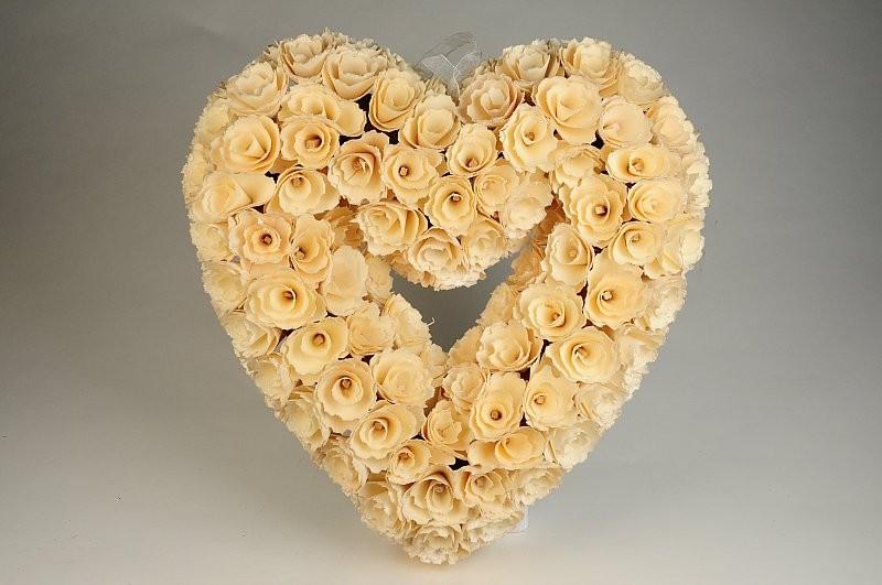 "Wreath Heart Cream Woodchip 13"""