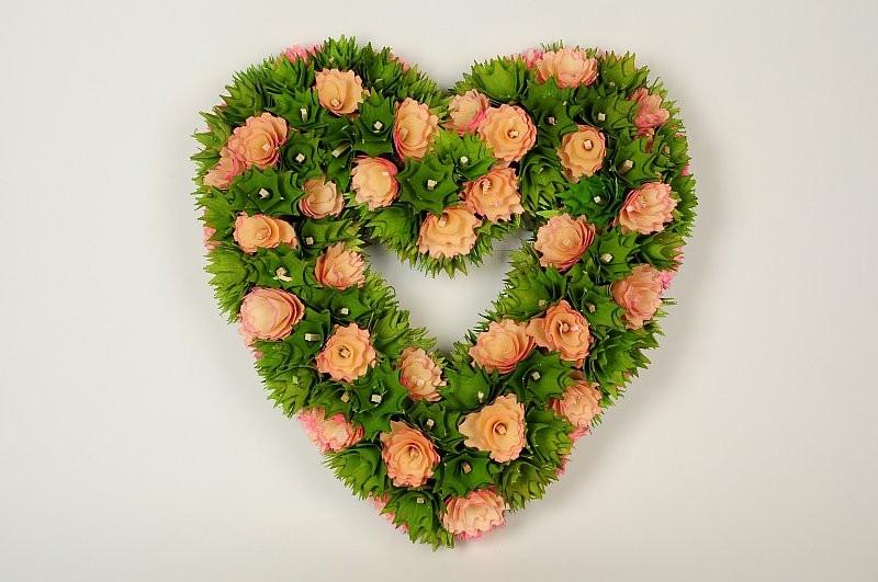 "Wreath Heart Green Woodchip/Pnk Trim Flwr14"""